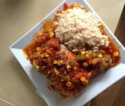 Heerlijke kippenbouten met groenten en rijst