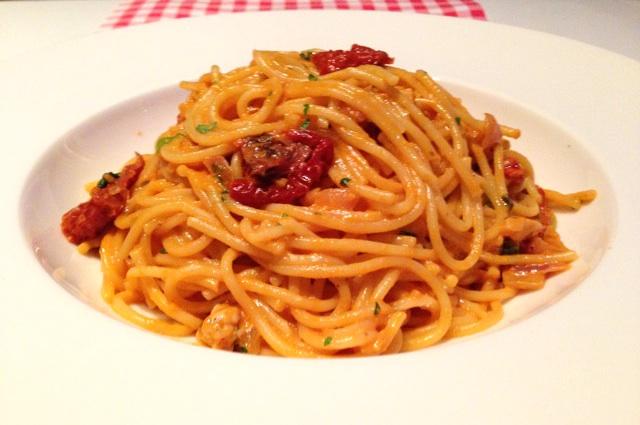 Spaghetti met rode pesto