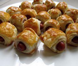 Halal worstenbroodjes met bereidingsfoto's